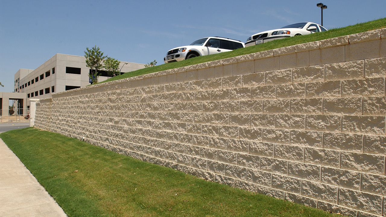 Segmental retaining wall - EECU, Fort Worth, TX